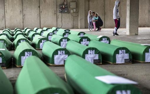 Mogerini i Han povodom godišnjice genocida u Srebrenici: Mora prestati negiranje zločina