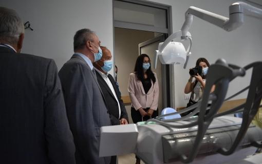 Stomatološkom fakutetu u Beogradu država daje 20 miliona dinara za kupovinu opreme