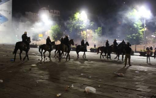MUP demantuje da su od suzavca uginuli policijski psi i konji