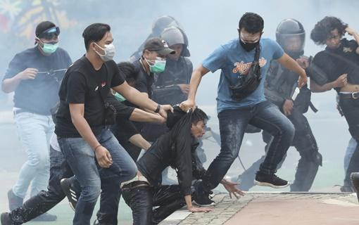 Nasilni protesti protiv novog zakona o radu širom Indonezije