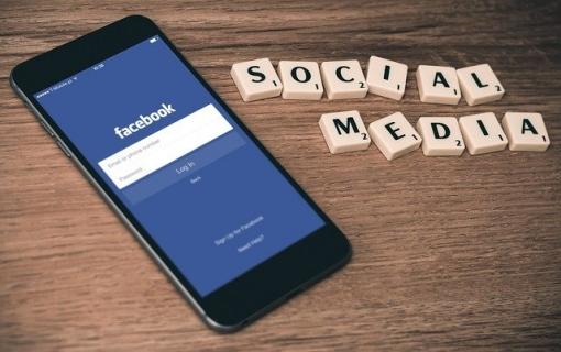 Fejsbuk zabranjuje postove koji negiraju Holokaust
