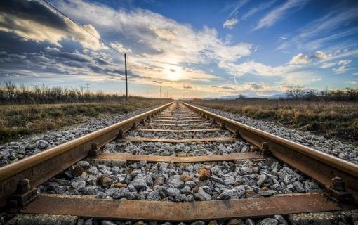 Teretni voz iskliznuo sa šina na pruzi Kraljevo-Požega, nema povredjenih