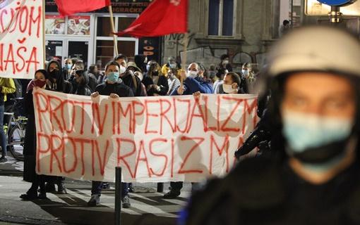 Počeo skup protiv migranata u Beogradu i kontraskup, dve strane razdvaja policija