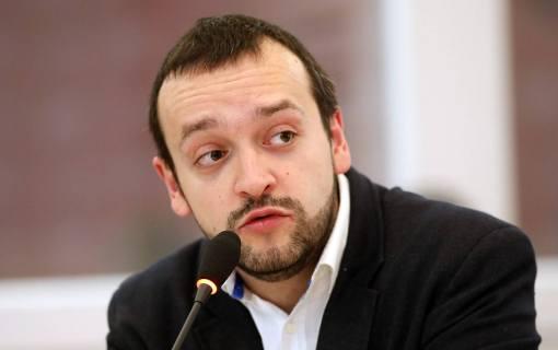 Stojanović: Nije bilo najavljene čistke u SNS, samo premeštanja