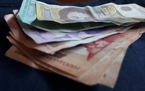 Građani Srbije u proseku štede 5.210 dinara mesečno