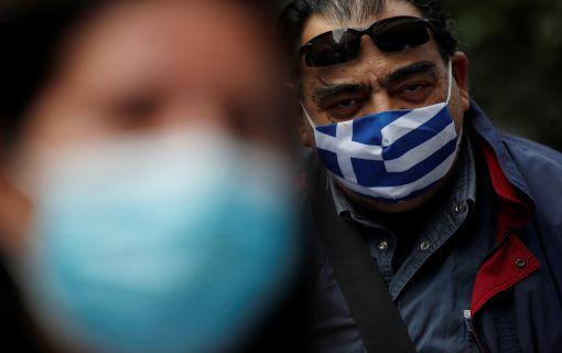 Grčka vojska u Solunu postavlja šatore ispred bolnice za prijem pacijenata